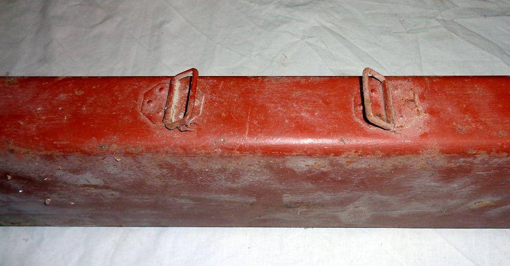 Boite métallique peinte ? allemande, anglaise ...???  Dsc00611