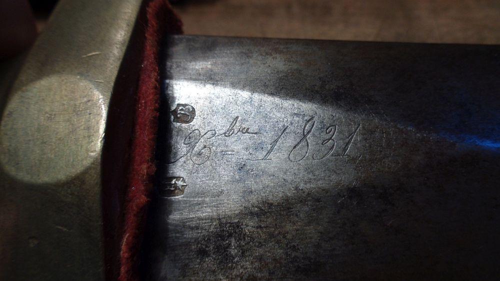 Les poinçons sur un glaive 1831 Dsc00741