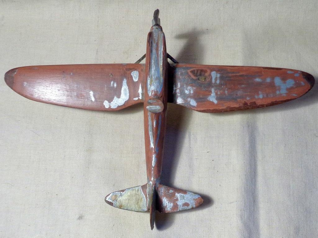 Une maquette d'avion ... ?  Dsc00756