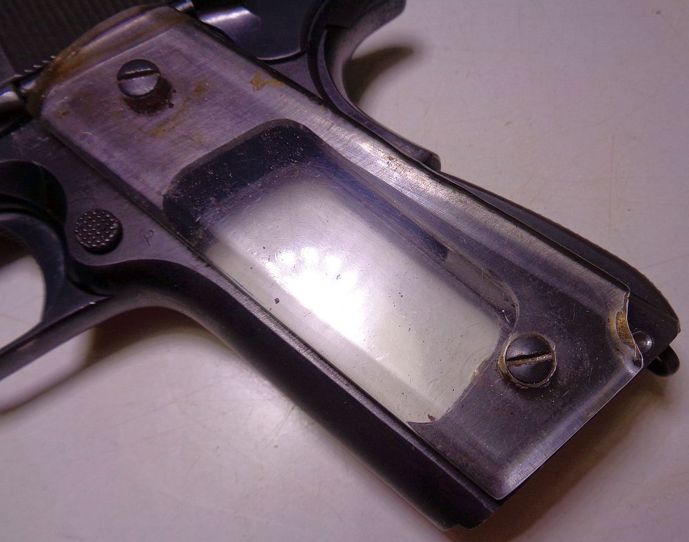 plaques de crosse transparentes sur un Colt M1911A1 ? Dsc01010