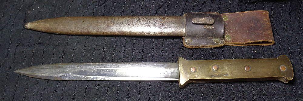 Un couteau de tranchée... Dsc01017