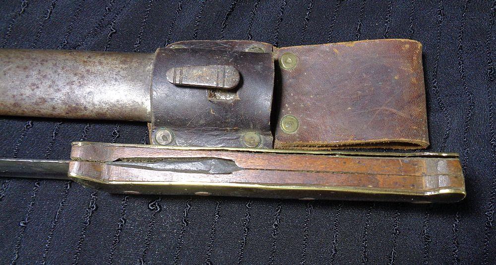 Un couteau de tranchée... Dsc01018
