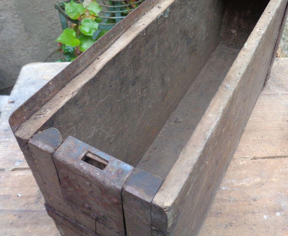 caisse à munition allemande  Dsc02617