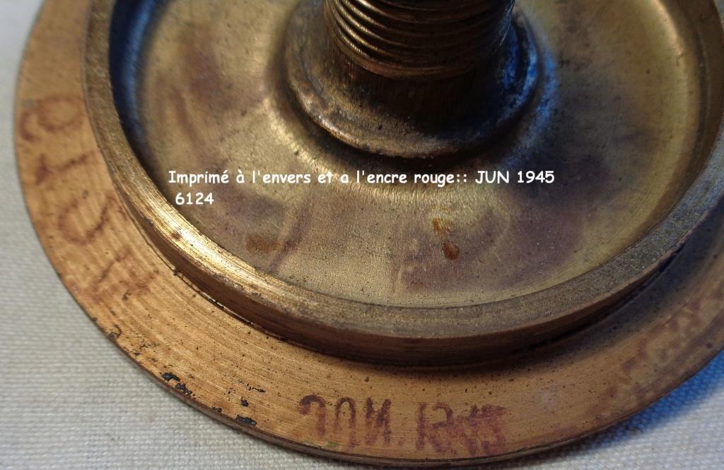 Boite a poudre en laiton ou en bronze datée 1945 ?  Dsc04338