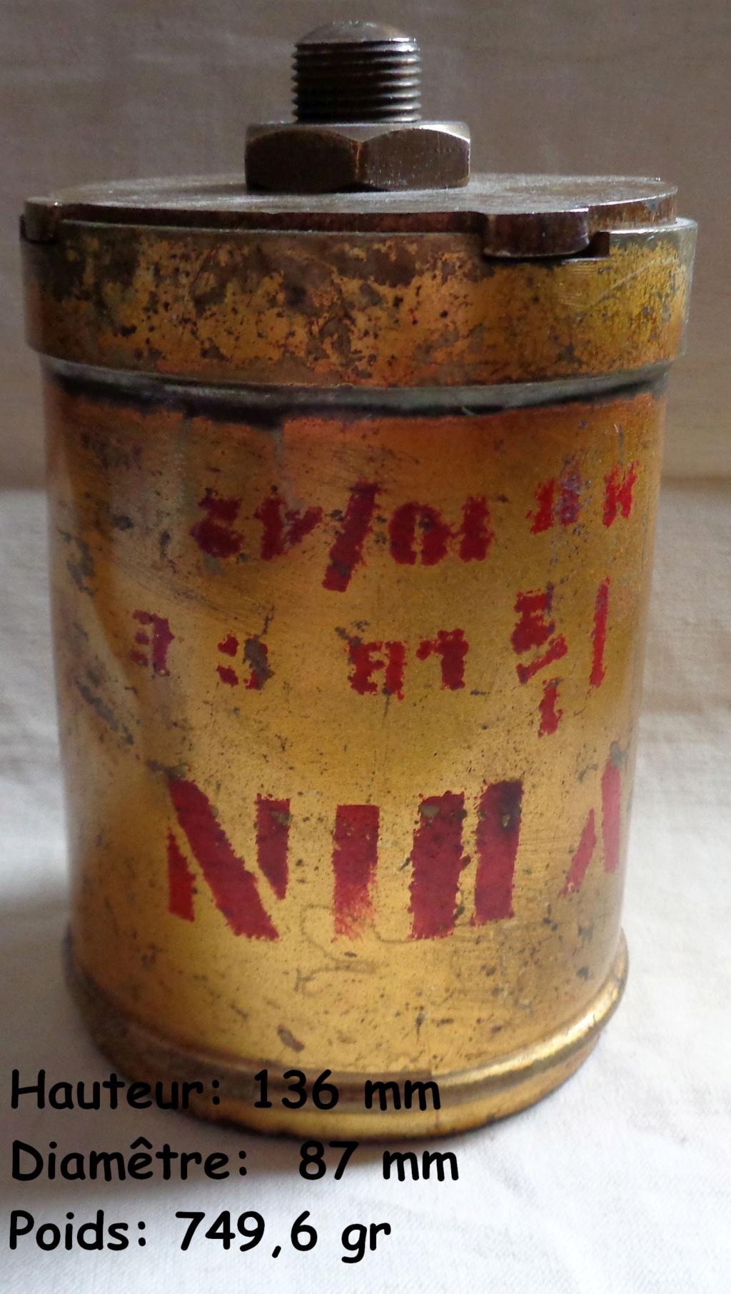 Boite a poudre en laiton ou en bronze datée 1945 ?  Dsc04342