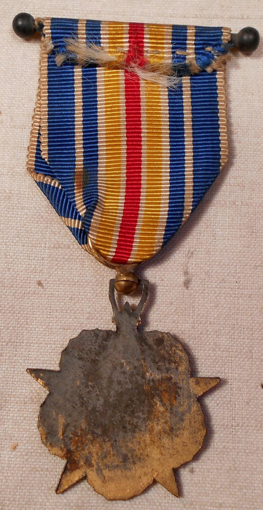 Identification des deux médailles Dscn0818