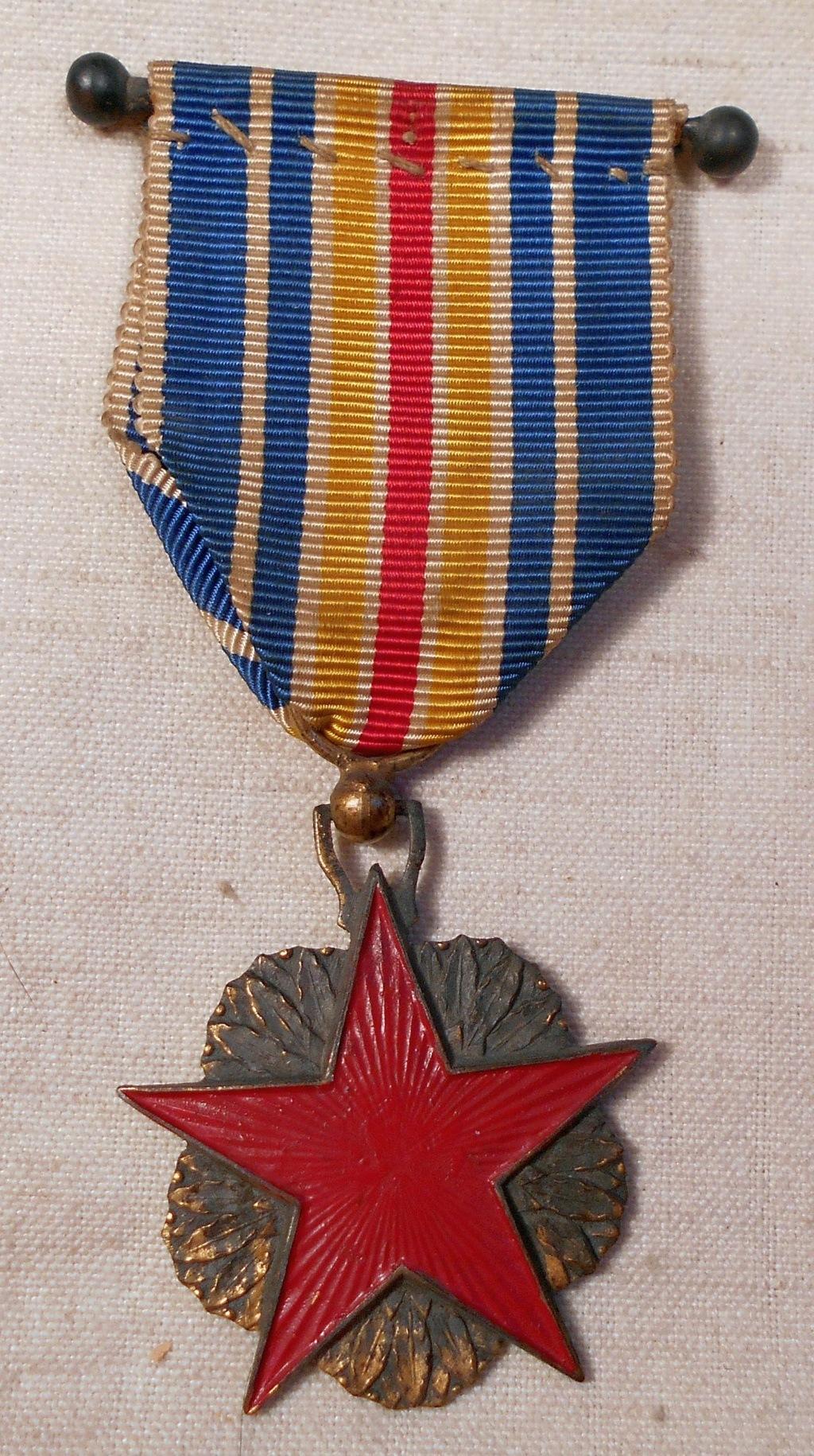 Identification des deux médailles Dscn0819