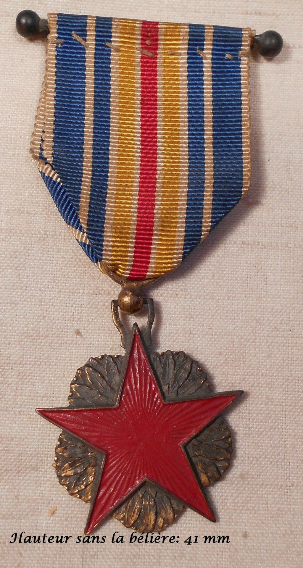 Identification des deux médailles Dscn0820