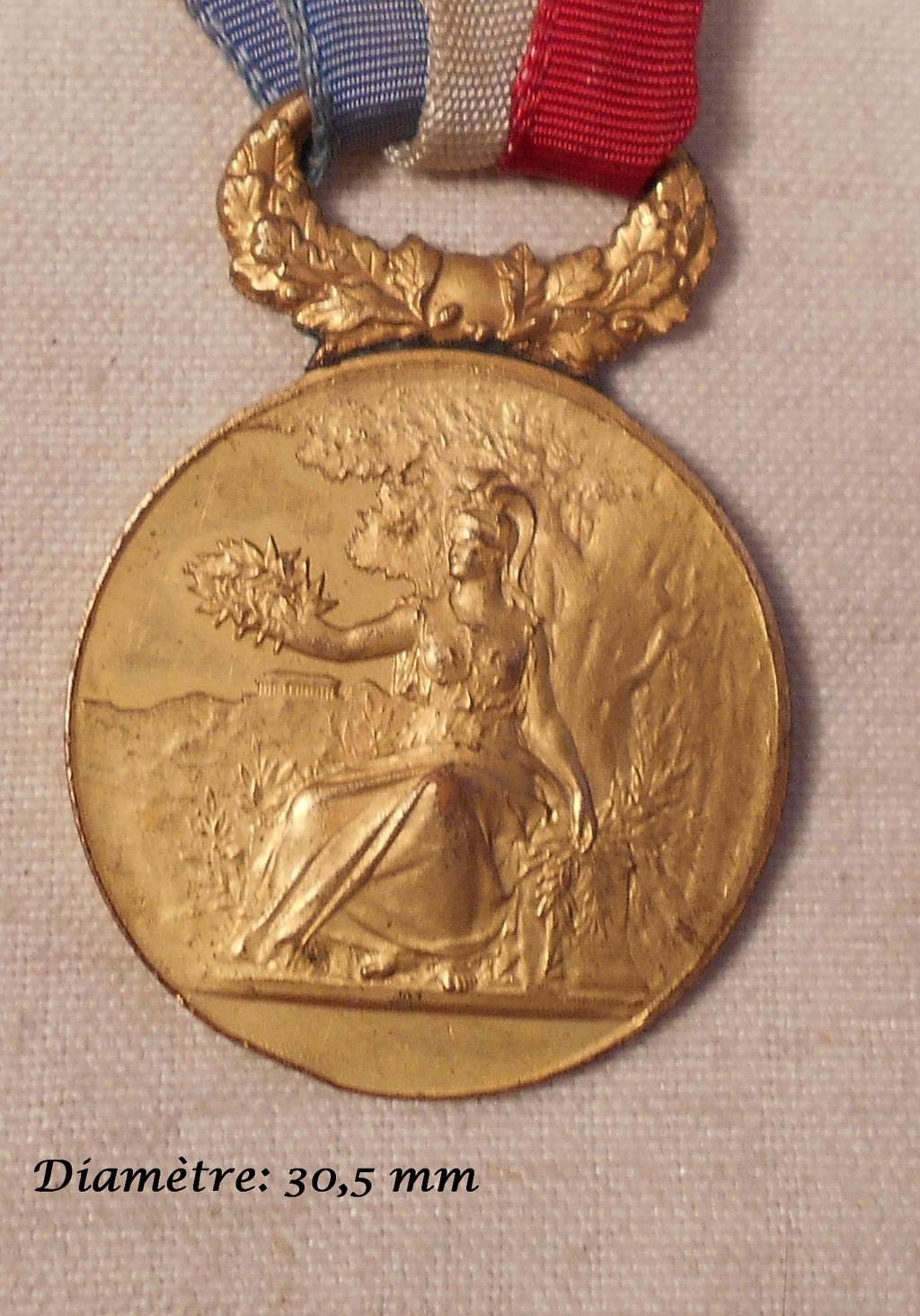 Identification des deux médailles Dscn0822