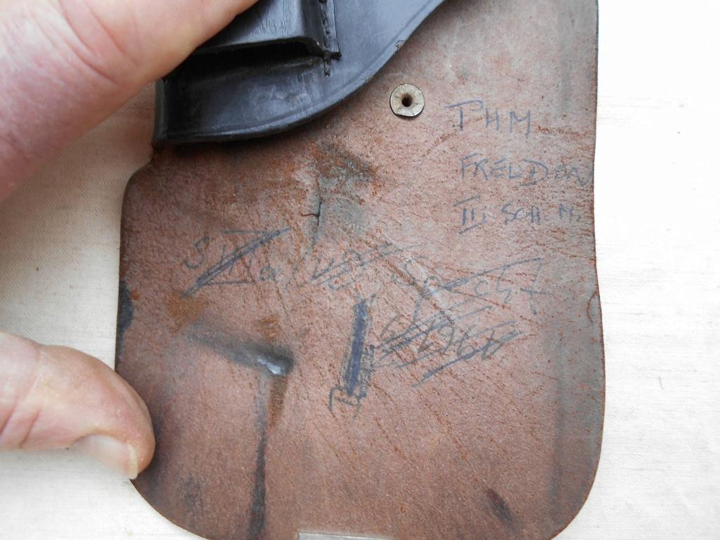Un étui de pistolet en cuir ... Dscn1113