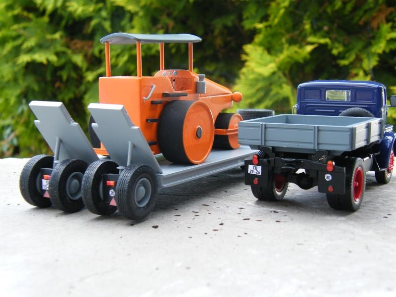 Eigenbau Schwerlastanhänger TL 20 und TL 12 Straßenwalze DW 10 und andere Fahrzeuge in 1 43 Dscf2222