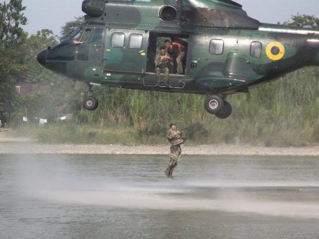 Armée Equatorienne/Fuerzas Armadas del Ecuador - Page 3 055xm10