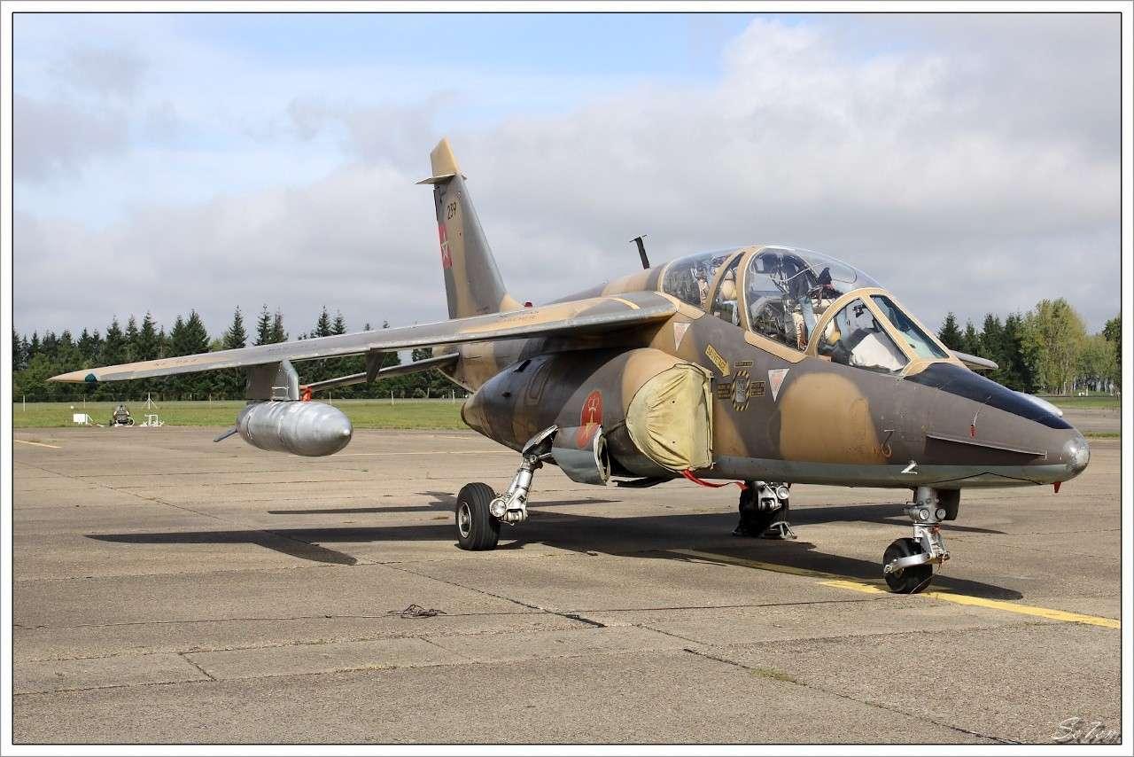 FRA: Photos avions d'entrainement et anti insurrection - Page 5 Alphaj13