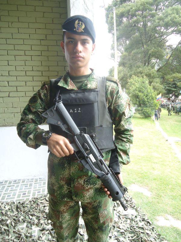 Armée Colombienne / Military Forces of Colombia / Fuerzas Militares de Colombia - Page 3 Le_nou10