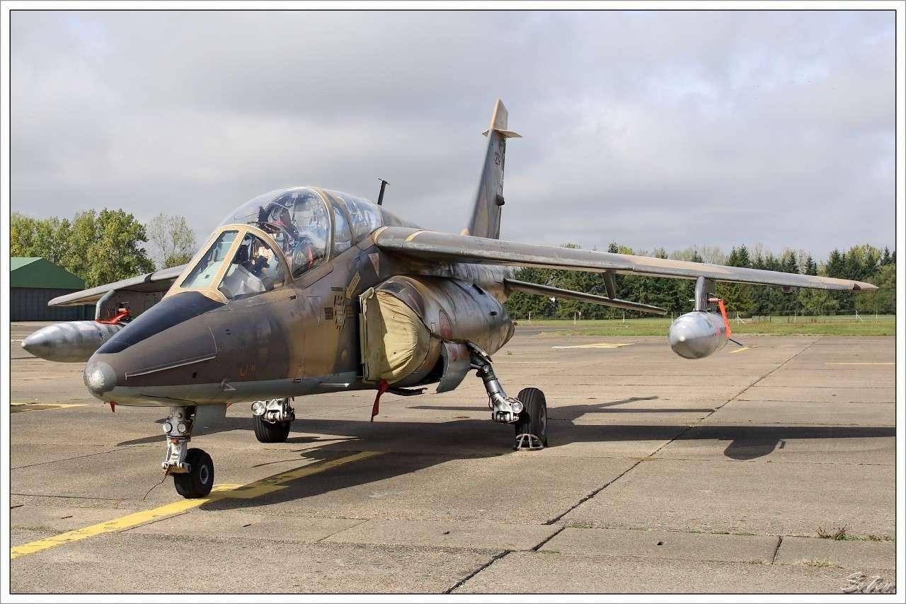 FRA: Photos avions d'entrainement et anti insurrection - Page 5 Tours_10