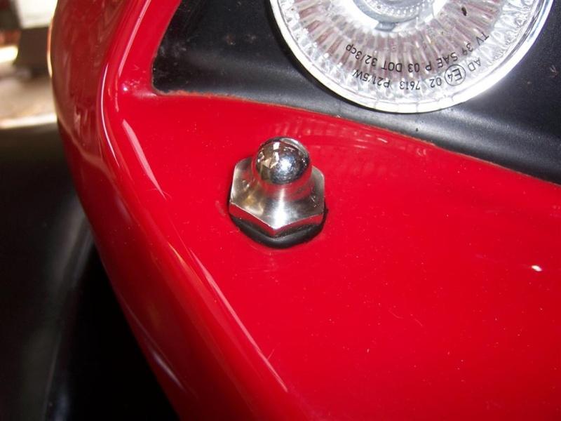 Probleme carrosserie ( fissure avec la vis ) 100_3325