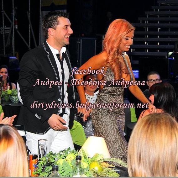 Годишни музикални награди на телевизия Планета за 2011 - Page 2 42829010