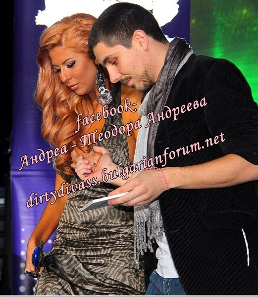 Годишни музикални награди на телевизия Планета за 2011 - Page 2 43175110
