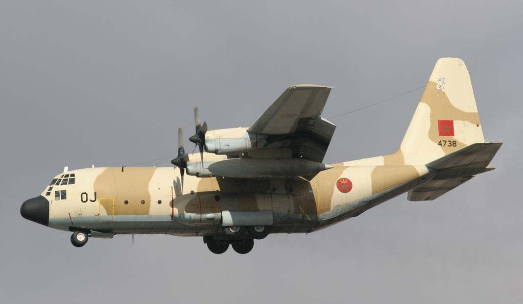 FRA: Photos d'avions de transport - Page 11 C-130-10