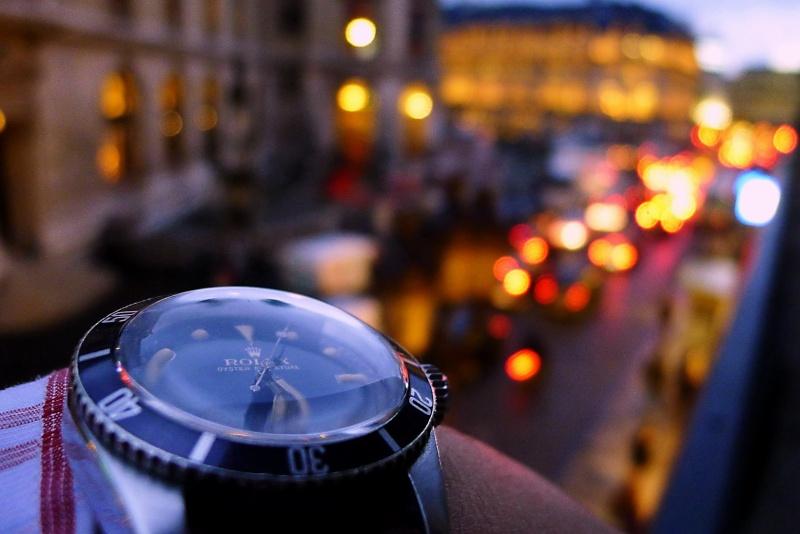 Des montres dans la ville Bcwop210