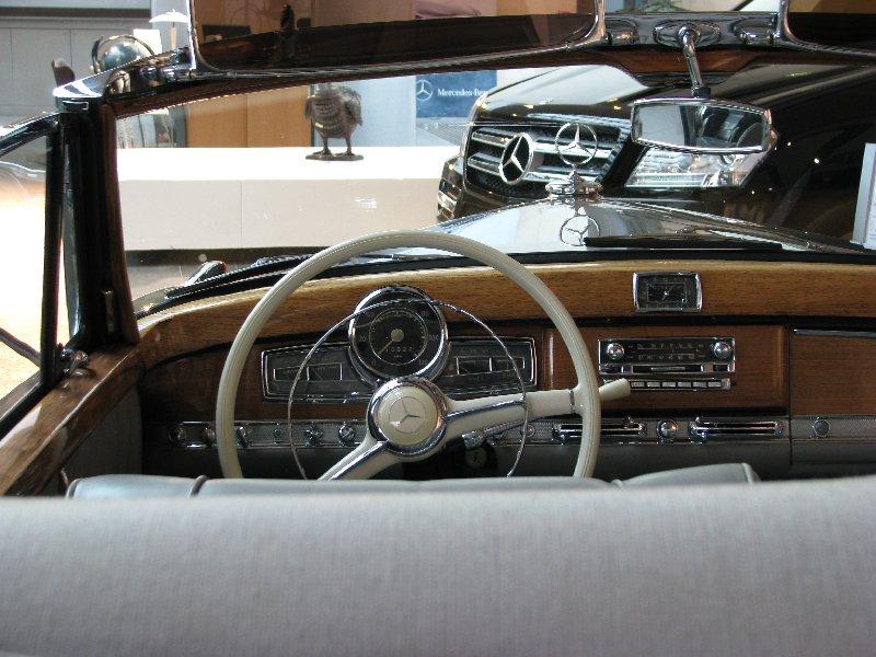 Rencontre au Mercedes-Benz Center de Rueil-Malmaison le 11 mars 2012. Img_4731