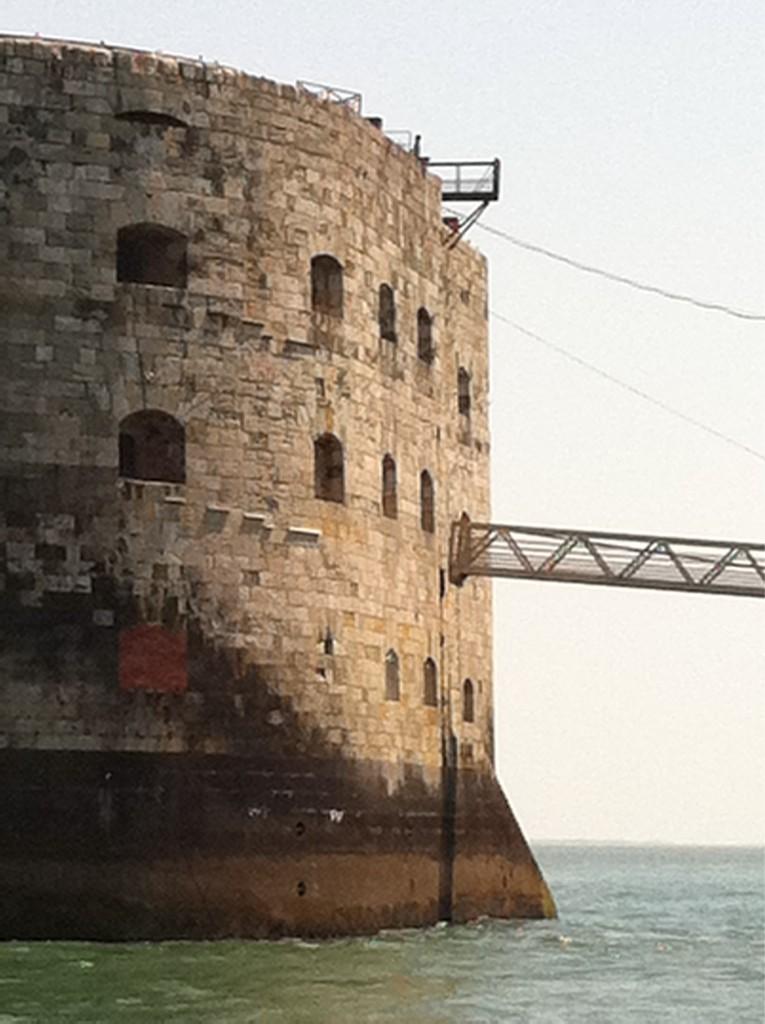Tour du Fort Boyard en live par Fort-Boyard.fr (31/07/2011) Abrct10