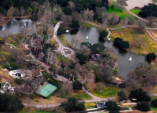 Neverland Valley Ranch - Pagina 3 Bhjgh10