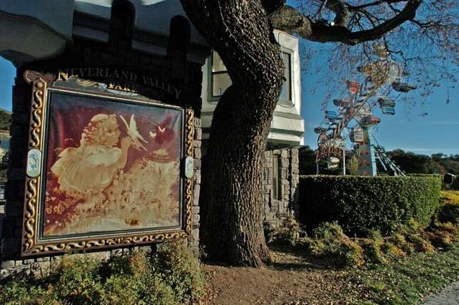 Neverland Valley Ranch - Pagina 2 Ghjghj10