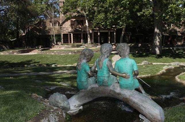 Neverland Valley Ranch - Pagina 2 Hijgfh10