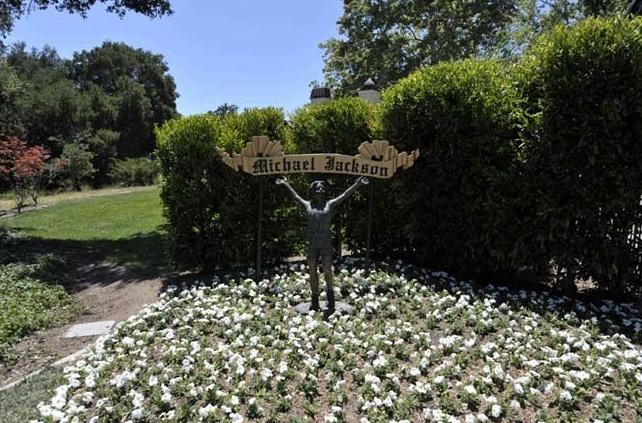 Neverland Valley Ranch - Pagina 2 Njonhj10