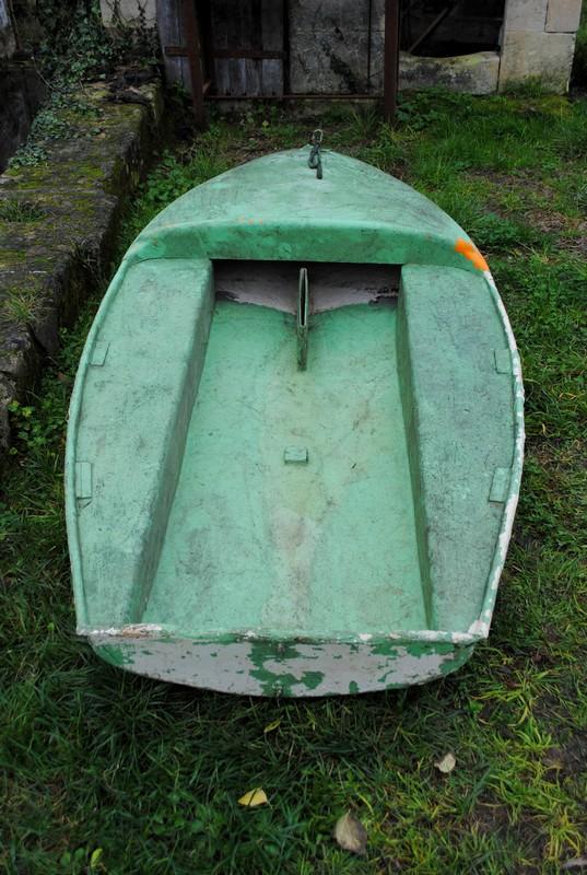 Restauration d'une petite barque en fibre. Dsc_0110