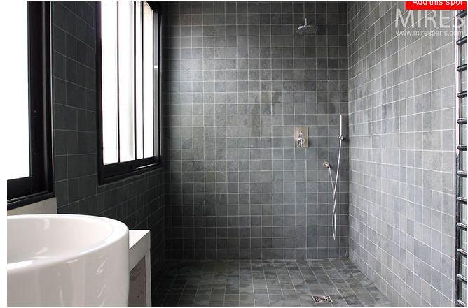 deux salles de bain à refaire, en mosaïque blanche, HELP please ...
