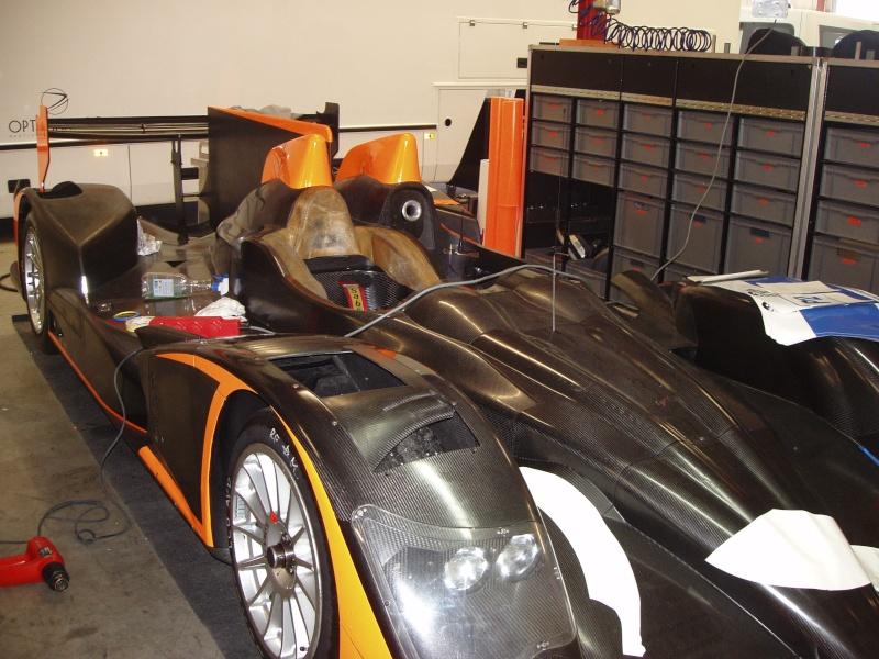 une nissan moderne de course P1010062