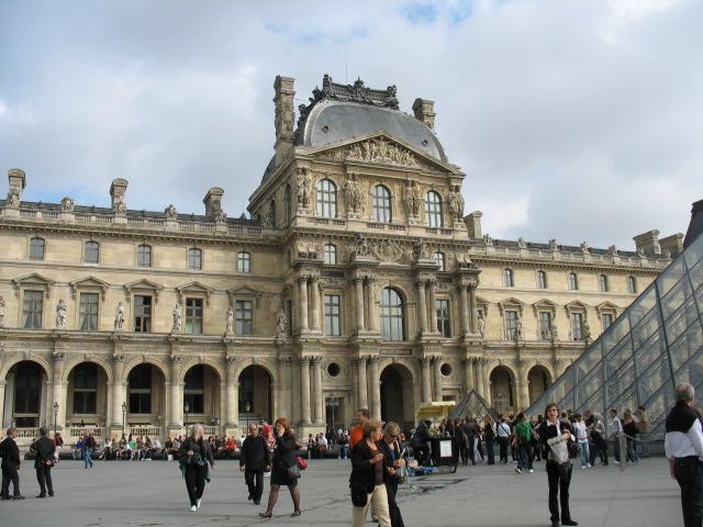 Le Louvre, ses fantômes et ses stars - Page 2 1_1_2198