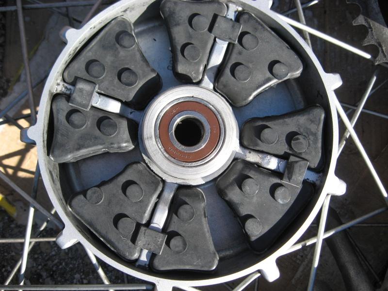 Joints Silentblocs usés moyeu roue arrière Img_8711