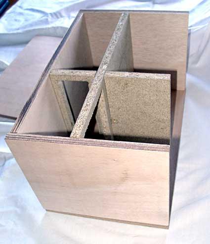 Diffusore bookshelf a due vie con woofer caricato in doppio carico Asimmetrico a vista (DCAAV) 711