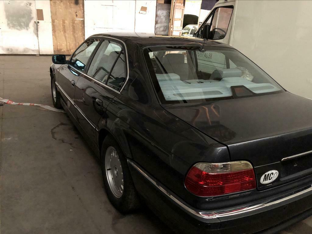 BMW 728i de 1996, Fjordgrau et boîte manuelle. 728new10