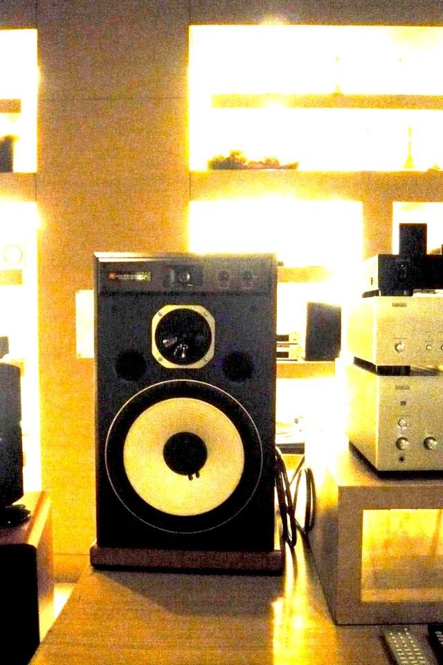 ecoute des JBL ARRAY 1400 a BANGKOK P1070012