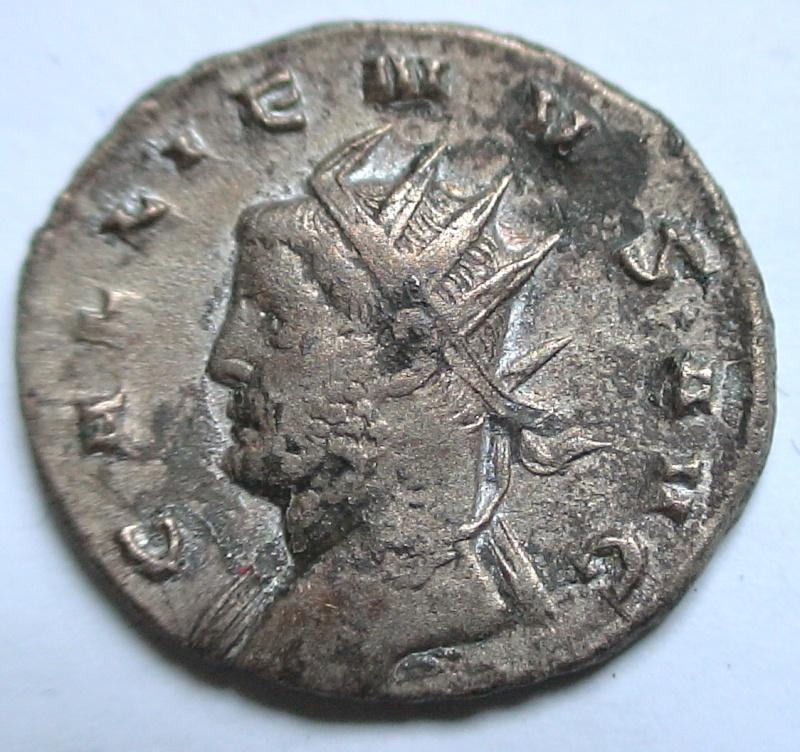 Les monnaies de Gallien à identifier   - Page 4 Dsc06893