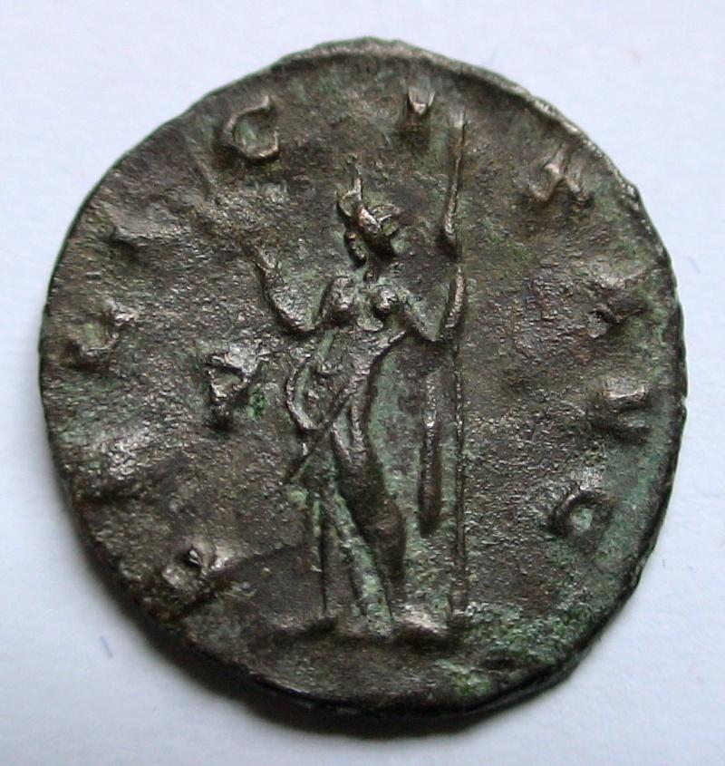 Les monnaies de Gallien à identifier   - Page 4 Dsc06898