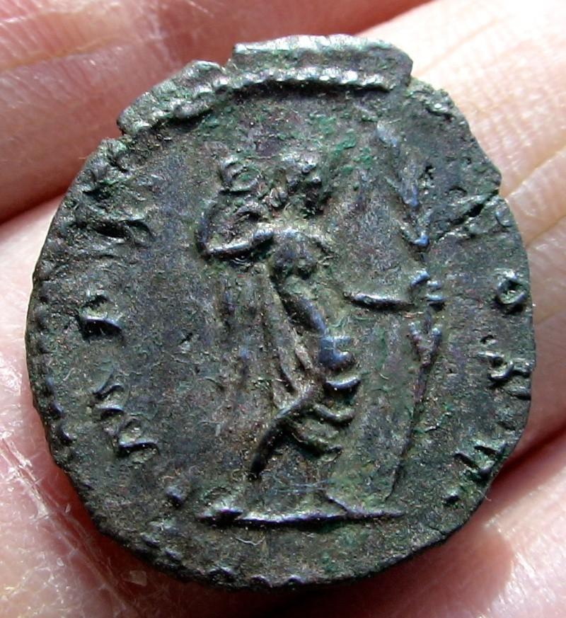 Les monnaies de Gallien à identifier   - Page 4 Dsc06913
