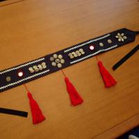 Cinturón tribal negro y rojo Cintur10