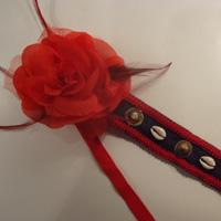 Tocado tribal negro con flores rojas Tocado13