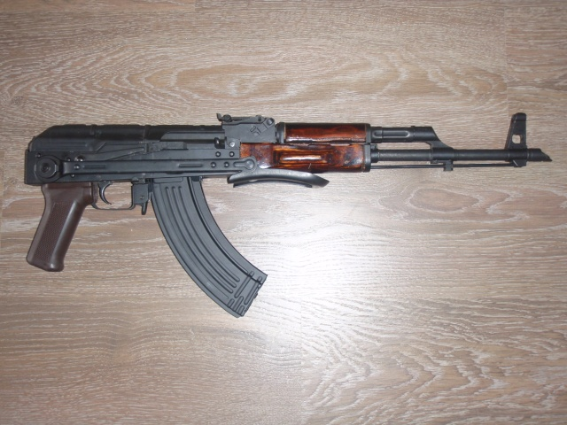 VFC AKMS P7250512