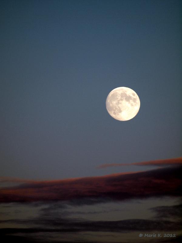 lune vu par Marie + 1 + 1 Pa283711