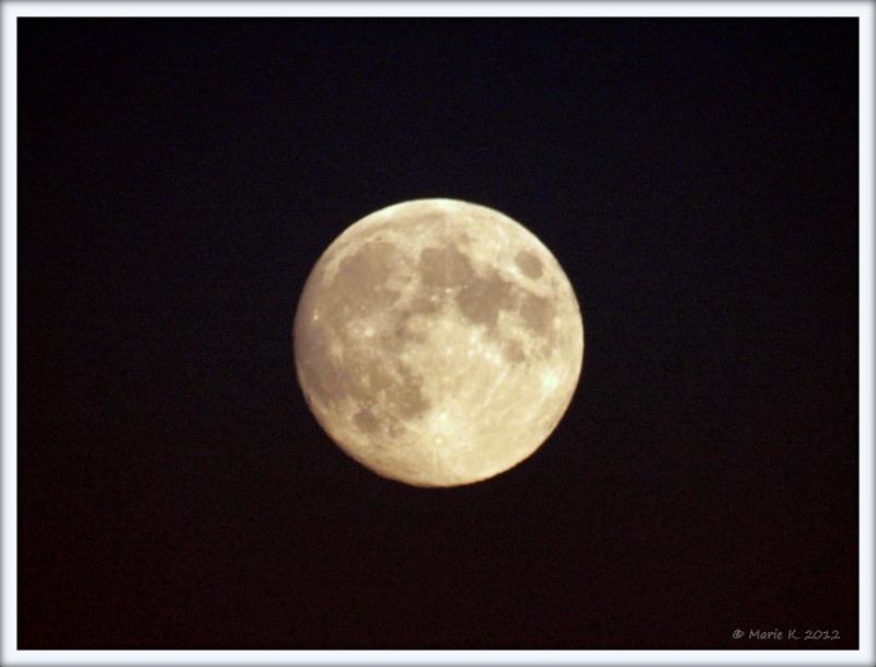 lune vu par Marie + 1 + 1 Pa283712