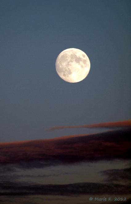 lune vu par Marie + 1 + 1 Pa283713