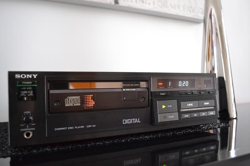 Le premier lecteur Compact Disc by Sony  Dsc_0317