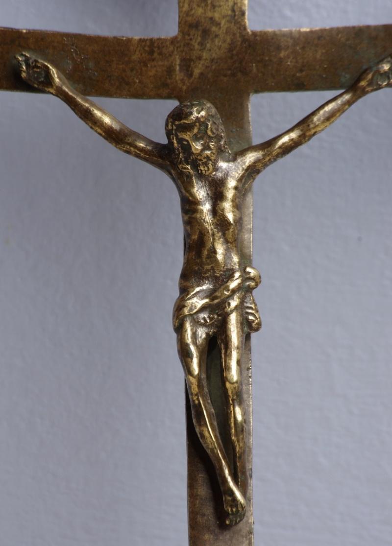 Jolie croix avec christ - extrémités fleurdelysées - fin XVIII ou début XIXème Christ11