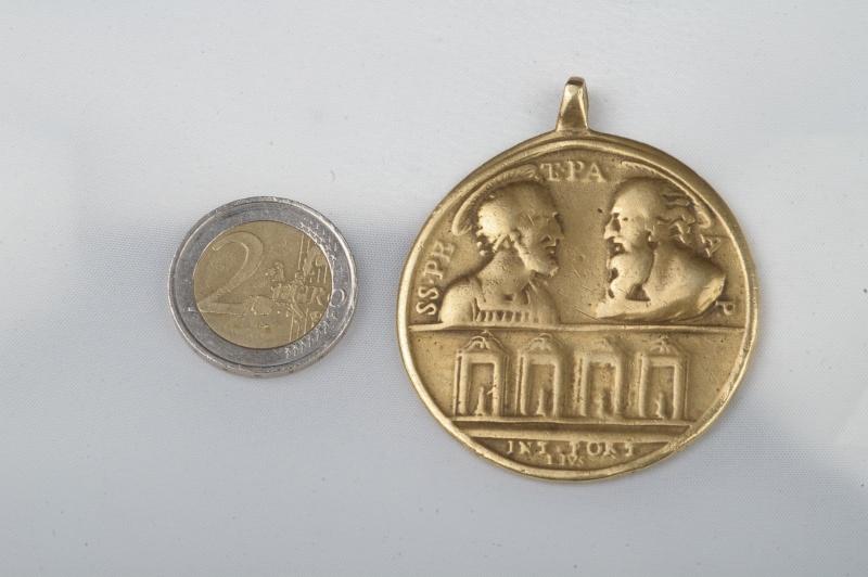 **énorme !!!!** Sublissime Médaille Jubilé 1750 Medail11